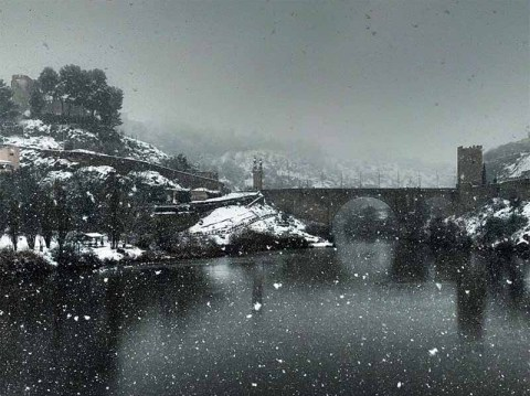 Puente Alcántara Toledo nevado