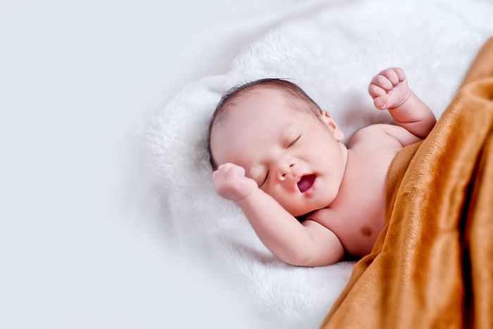 Às presidiárias serão asseguradas condições para que possam permanecer com seus filhos durante o período de amamentação