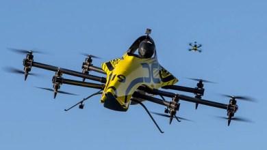 Photo of Akrobasi yapan insanlı drone
