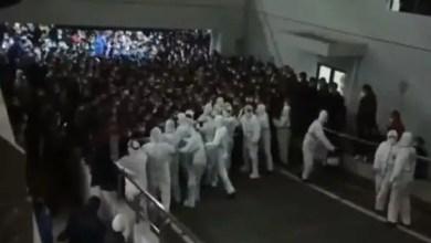 Photo of Şangay Havalimanı'nda koronavirüs paniği