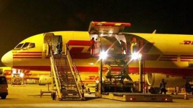 Photo of Havada DHL uçağının kargo kapısı açıldı