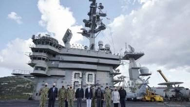 Photo of Yunan Başbakanı Girit'e gelen ABD uçak gemisinde