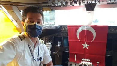 Photo of Türk pilotundan kokpitte 23 Nisan kutlaması