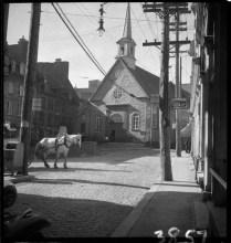 Quebec City, P.Q. 1933 Clifford M. Johnston / Bibliothèque et Archives Canada / PA-056741 Église Notre-Dame-des-Victoires, place Royale