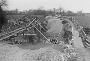 repairing Cotgrave Ln bridge new one wider and straighter 1976