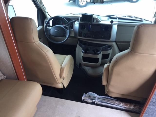 Cockpit 2016 Winnebago Itasca