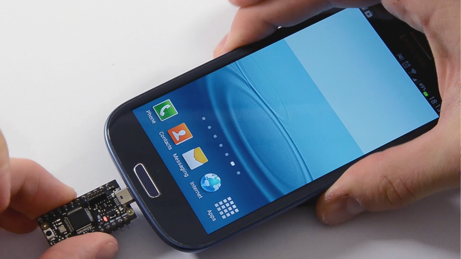USB2Go Is A Smartphone-Powered Micro USB Dev Board For Building Android Connected Gadgets
