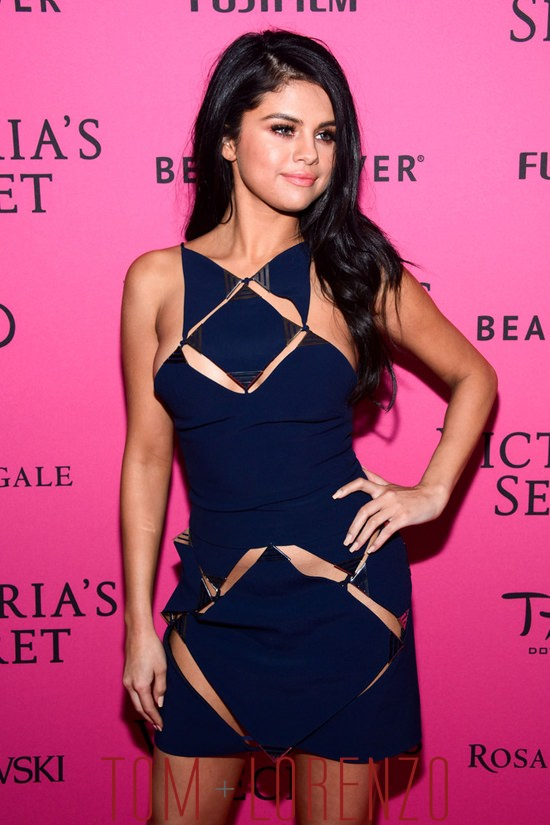 Style Double Shot Selena Gomez At The Victorias Secret