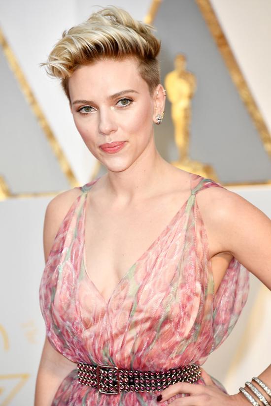Oscars 2017 Scarlett Johansson Serves Up The Unexpected