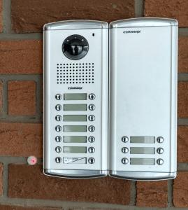 Многоабонатна видеодомофонан система с контрол на достъп