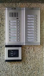 Многоабонатна аудиодомофонна система с контрол на достъп