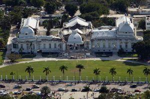 800px-Haitian_national_palace_earthquake-1