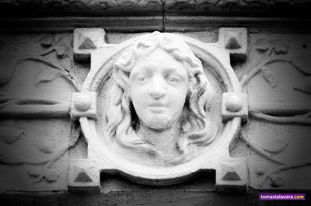 escultura-rostro-fachada