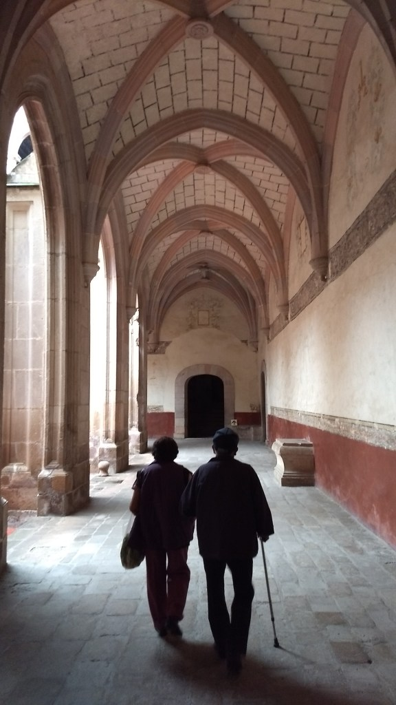 Image of couple walking in the convent at Actopan, Hidalgo
