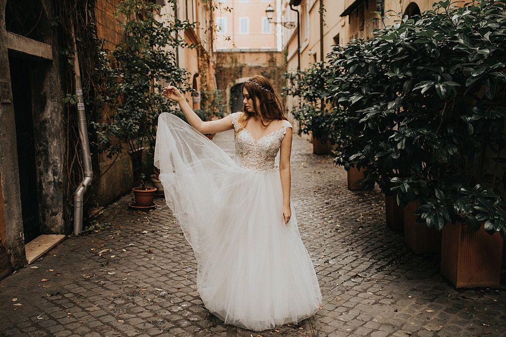 sesja ślubna fotografia ślubna poznań twardowski rome italia włochy ciasna uliczka w rzymie