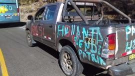 Los autos fueron pintados como requisito para pasar el bloqueo