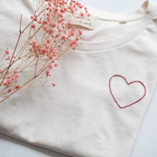 t-shirt coton bio broderie coeur faite main