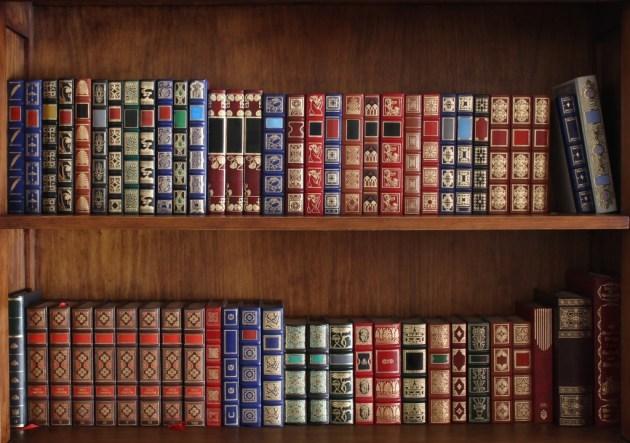 Estantería llena de libros