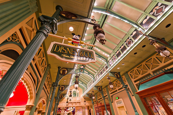 One of the Arcades on Main Street, USA in Disneyland Paris. Disneyland Paris Trip Planning Guide: https://www.disneytouristblog.com/disneyland-paris-trip-planning/