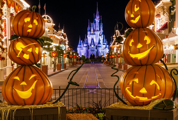 wondering about the least crowded or most crowded nights to attend the 2018 mickeys not so scary halloween party this post covers the best and worst dates