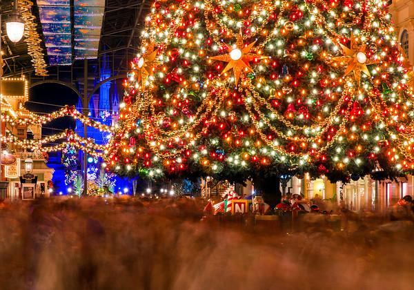 Christmas at Tokyo Disneyland - Disney Tourist Blog