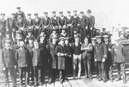 Tom Crean and crew of RRS Discovery 1901