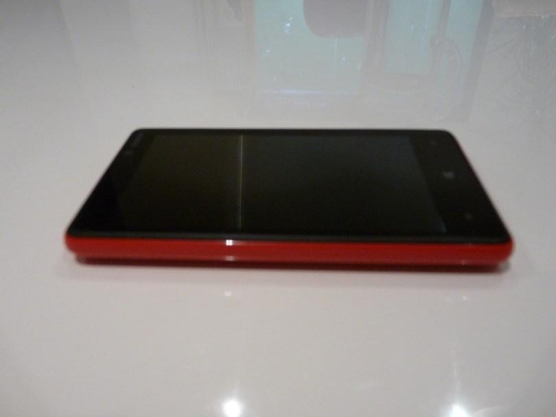 Nokia Lumia 820 epaisseur