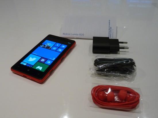 unboxing Nokia Lumia 820