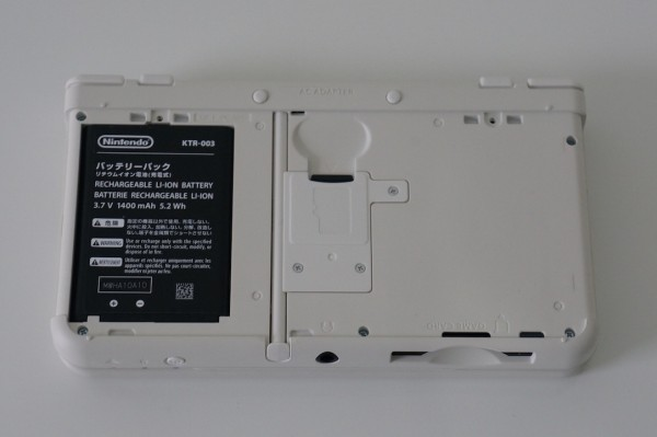 Nintendo New 3DS batterie SD Card
