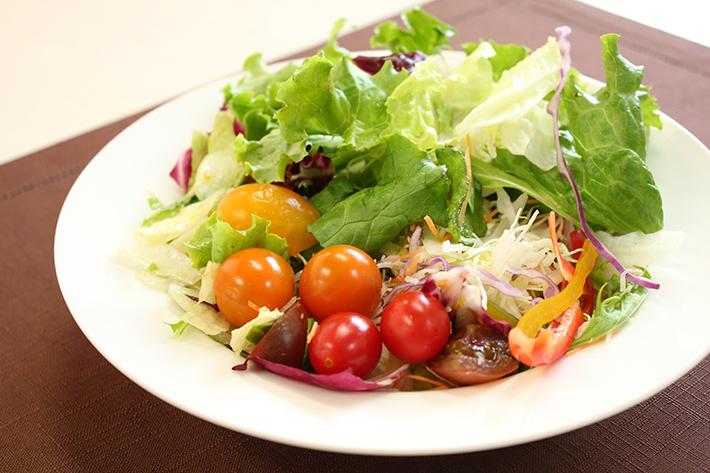 野菜のサラダのイメージ画像