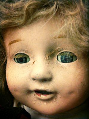 Creepy-Doll-With-A-Lazy-Eye