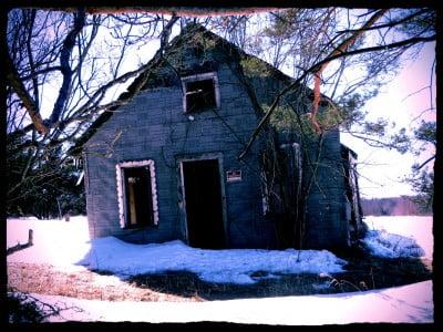 abandoned-farm-shack-in-winter