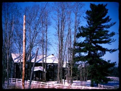 forgotten-farmhouse-in-winter
