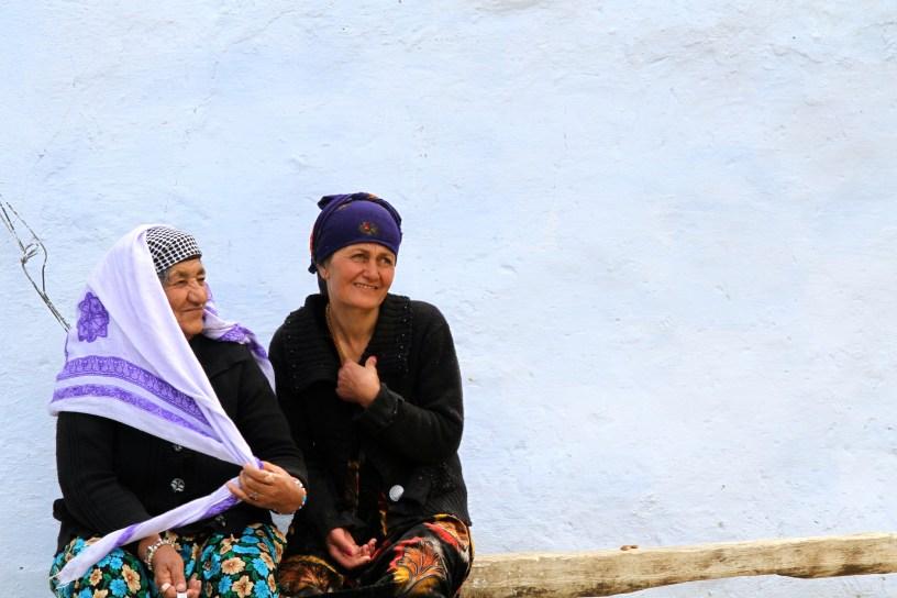 Women having a rest - Ishkashim