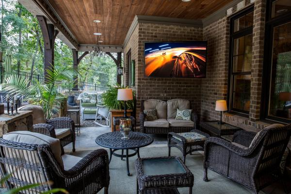 Entertain family and friends outside with the SunBriteTV at Best Buy, I so wish I could do this at my house. Outside TV, count me in!