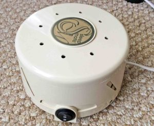 Picture of the Marpac Dohm SleepMate 980A noise machine, showing the power / speed switch.