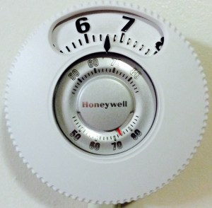Picture of a non programmable version of Honeywell thermostat models.