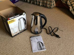 Picture of the JKC930C Black & Decker electric kettle, front view.