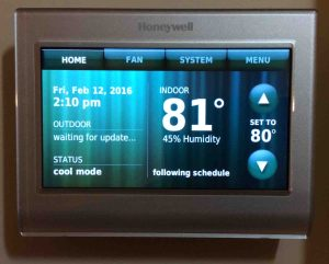 Change WiFi network on Honeywell thermostat RTH9580WF. Picture of the Honeywell RTH9580WF smart t-stat, front view after initial setup. Reconnecting Honeywell thermostat RTH9580WF to WiFi network,