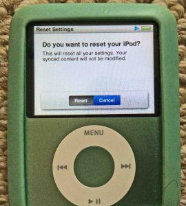 Picture of the iPod Nano 3rd Gen Portable Player, displaying its Reset Settings confirmation screen.