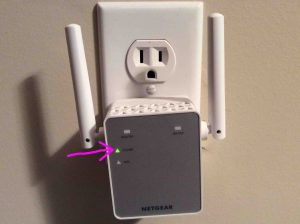 Netgear EX3700 setup. Picture of this AC750 Wi-Fi range extender front lights, prior to setup.
