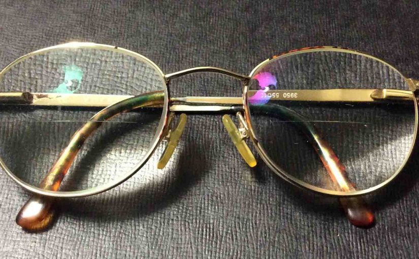 Picture of a typical eyeglasses with anti reflective coating.