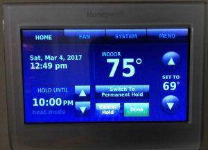 Picture of the Honeywell RTH9580WF wireless thermostat, displaying its -Hold Switch- screen.