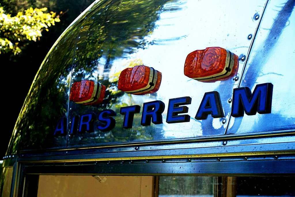 Glamping Airstream Wohnwagen Vermietung Aussen Detail