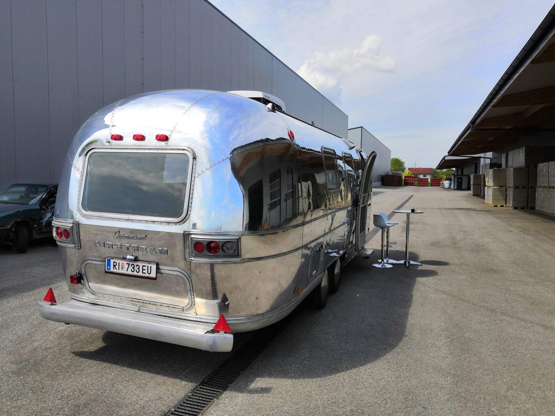 Airstream Mobile Lounge Mieten Vermietung Hochglanz Heck