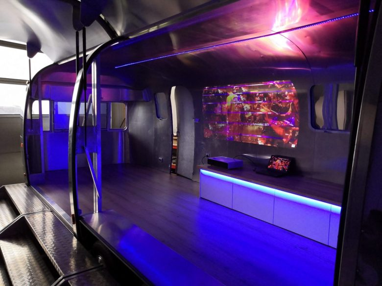 Airstream Mobile Stage Projektion 2