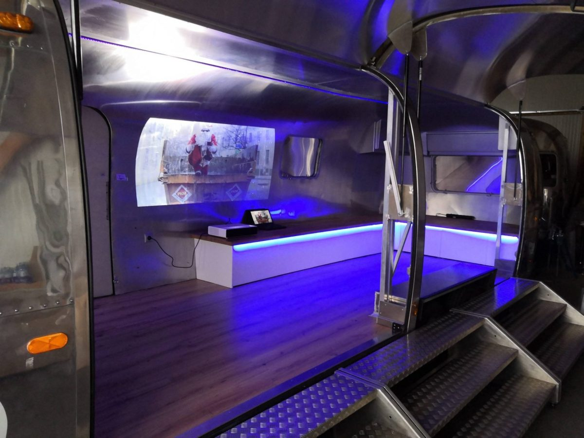 Airstream Mobile Stage Projektion 5