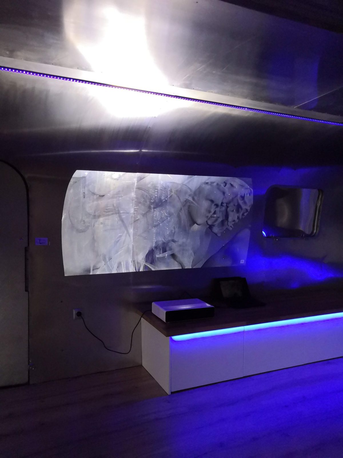Airstream Mobile Stage Projektion 7