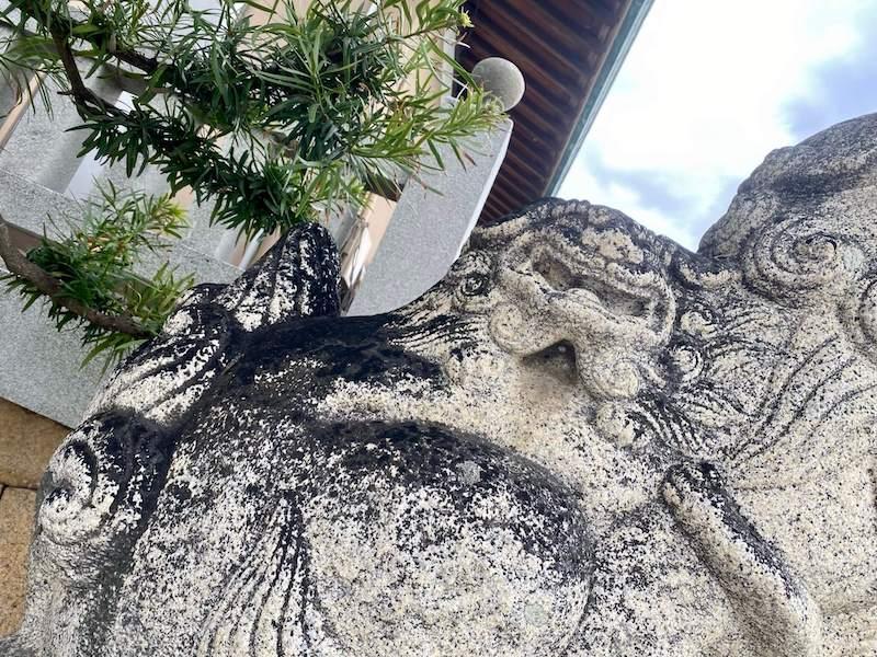 亀山八幡宮の子持ち狛犬