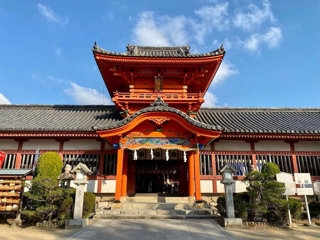 伊佐爾波神社の楼門